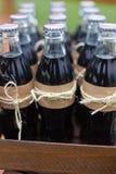 Scatole di legno con le bottiglie di soda Fotografia Stock