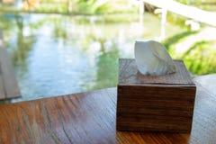 Scatole di legno per i tessuti fotografia stock