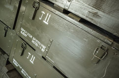 Scatole di legno verde scuro per munizioni Immagini Stock