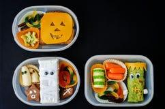 Scatole di pranzo per i bambini sotto forma di mostri per Halloween Immagini Stock Libere da Diritti