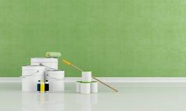 Scatole e benna con la spazzola della vernice e del rullo di colore Fotografia Stock Libera da Diritti