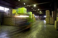 Scatole e borse in magazzino Immagini Stock Libere da Diritti