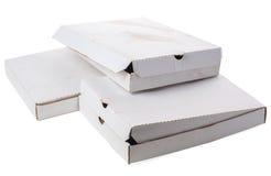 Scatole vuote sporche su fondo bianco Fotografie Stock