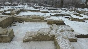 Scavo di vecchio tempio ortodosso archivi video