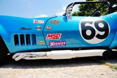 Голубой хвостоколовый SCCA/IMSA Chevrolet Corvette (деталь) принимает участие к гонке Caino Sant'Eusebio ступицы Стоковая Фотография RF