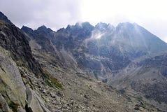 Scebery av maxima ovanför den Zlomiskova dolinadalen i höga Tatras berg Royaltyfria Foton