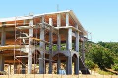Sceleton de la nueva casa de la cabaña del suburbio Imágenes de archivo libres de regalías