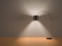 Scelga il commutatore nero della lampada di pavimento sopra nella sala - carta da parati grigia Fotografie Stock Libere da Diritti