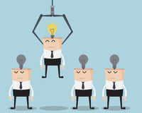 Scelga l'idea di One Have Bulb dell'uomo d'affari sulla sua testa Fotografia Stock
