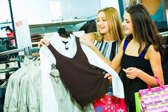 Scelta dei vestiti nuovi Immagine Stock