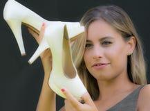 Scelta delle scarpe per le nozze Fotografia Stock Libera da Diritti
