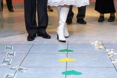 Scelta simbolica Wedding della strada da soldi Fotografie Stock Libere da Diritti