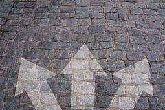 Scelte concetto, strada trasversale della pavimentazione con le frecce Fotografia Stock Libera da Diritti
