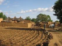 Scena africana del villaggio fotografie stock libere da diritti