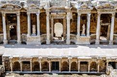 Scena antyczny amfiteatr, lokalizować w Hierapolis, Pamukkale, Denizli prowincja obrazy royalty free