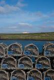 Scena attraverso il porto e l'acqua Stromness, Orkney Fotografie Stock