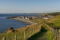 Scena costiera del percorso di Lingua gallese in Ceredigion Fotografia Stock