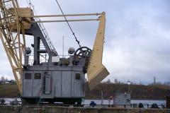 Scena crepuscolare accanto del terminale della nave da carico fotografia stock