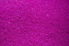 Scena del primo piano il mucchio delle materie plastiche crude di rosa fotografie stock libere da diritti