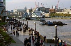 Scena del sud della riva del fiume della Banca, Southwark, Londra Fotografia Stock Libera da Diritti