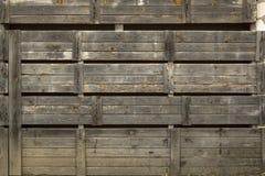 Scena della campagna Vecchio portone stagionato di legno rustico immagini stock libere da diritti