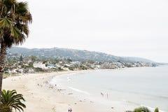 Scena della città e della spiaggia del Laguna Beach Immagini Stock