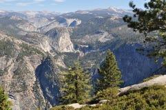 Scena della montagna del terreno boscoso Fotografia Stock
