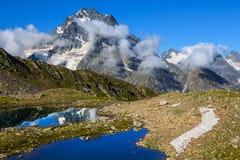 Scena della montagna di estate, Caucaso Russia fotografia stock