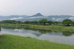 Scena della montagna e del fiume nel Giappone Fotografia Stock