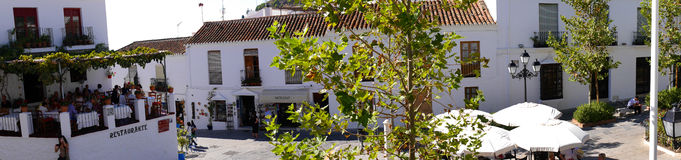 Scena della piazza a Mijas una di villaggi 'bianchi' più bei Immagini Stock Libere da Diritti