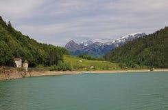 Scena della primavera nel lago Kloental Fotografie Stock