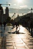 Scena della via con la gente che cammina lungo il viale in St Peter Immagine Stock