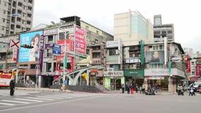 Scena della via di Taipei vicino all'area di commercio orientale del portone HD archivi video