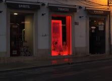 Scena della via a Faro Portogallo al crepuscolo Fotografie Stock Libere da Diritti