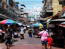 Scena della via nella parte di Chinatown di Bangkok Fotografia Stock Libera da Diritti