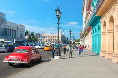 Scena della via un bello giorno a vecchia Avana Fotografie Stock Libere da Diritti