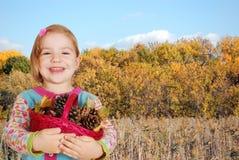 Scena di autunno della bambina Fotografie Stock Libere da Diritti