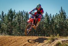 Scena di azione di Dirtbike di motocross Fotografie Stock Libere da Diritti