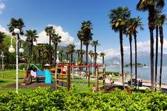 Scena di estate in Stresa, località di soggiorno famosa sulla riva occidentale del lago Maggiore Fotografie Stock Libere da Diritti