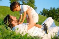 scena di felicità della famiglia Fotografie Stock Libere da Diritti