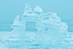 Scena di inverno al Balaton congelato con la torre del ghiaccio Fotografia Stock