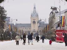 Scena di inverno con il palazzo di cultura nella città di Iasi, Romania Immagine Stock