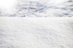 Scena di inverno con neve liscia ed il sole ghiacciato Immagini Stock