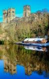 Scena di inverno della cattedrale di Durham dall'usura del fiume Fotografia Stock