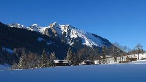 Scena di inverno a Gsteig bei Gstaad Immagini Stock