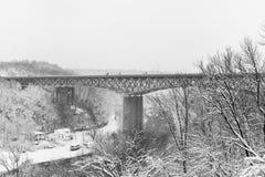 Scena di inverno - ponte di traghetto delle argille - 75 da uno stato all'altro - fiume del Kentucky - il Kentucky Immagine Stock Libera da Diritti