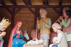 Scena di natività di Natale con il bambino Gesù, Maria e Joseph in granaio Immagini Stock