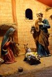 Scena di natività di Natale con le figurine compreso Gesù, Maria, Joseph e le pecore Fotografia Stock