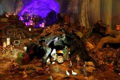 Scena di natività di Natale con le figurine compreso Gesù, Maria, Joseph e le pecore Immagine Stock Libera da Diritti