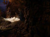 Scena di natività di Natale rappresentata con le statuette di Maria, Jo Immagine Stock Libera da Diritti